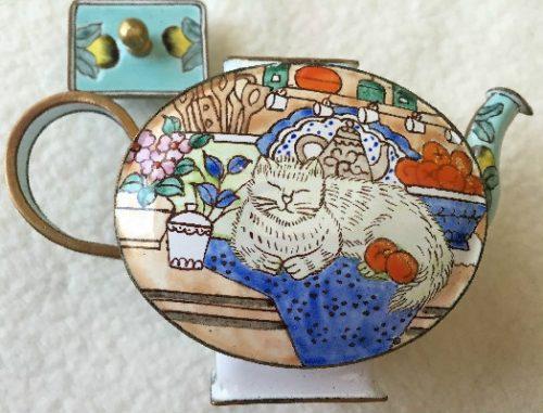 Kelvin Chen Style – Enamel Copper Cloisonne Tea Pot – White Cat w/ Oranges & Lemons