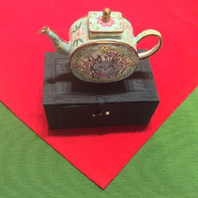 Kelvin Chen Style – Enamel Copper Cloisonne Tea Pot – Gray Cat Face In Flowers