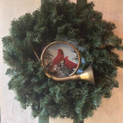 Round Brass Hunting Horn with Cardinal Wreath Tin