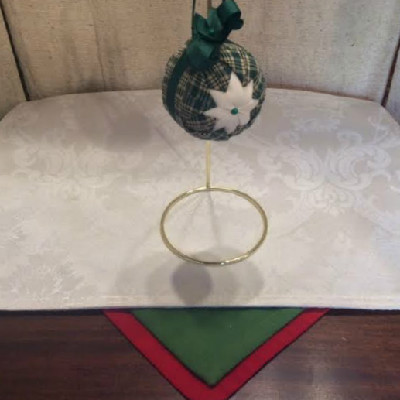 M#8 – Green Check & White w/ Green Ribbon – $16.50