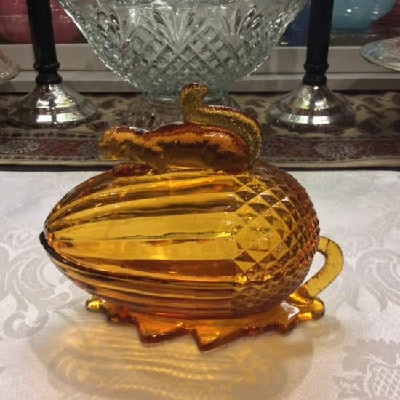 Amber Glass Squirrel & Acorn Lidded Candy Dish - Vintage L. E. Smith