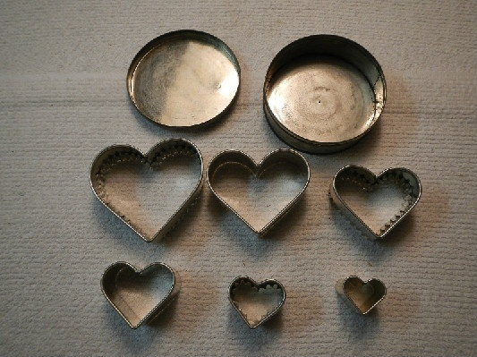 Vintage Heart Shaped Cutter Set In Covered Tin - Pie Crust Decorations - Cookie Cutter - Biscuit Cutters