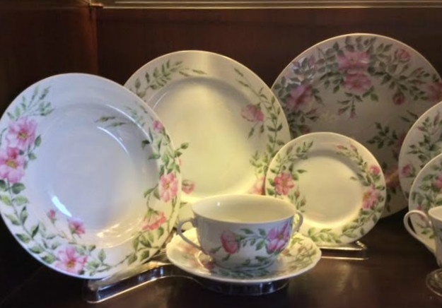 China Pottery Porcelain Rosa Rugosa Place Setting Hand Painted in the Style of Celia Thaxter